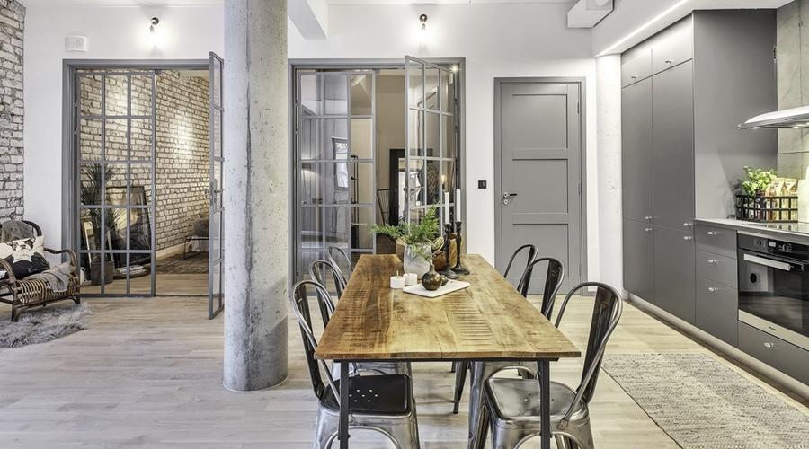Apartament o przemysłowym charakterze, wystrój wnętrz, wnętrza, urządzanie mieszkania, dom, home decor, dekoracje, aranżacje, styl industrialny, industrial style, salon, kuchnia, otwarta przestrzeń, szare wnętrza, grey, living room, kitchen