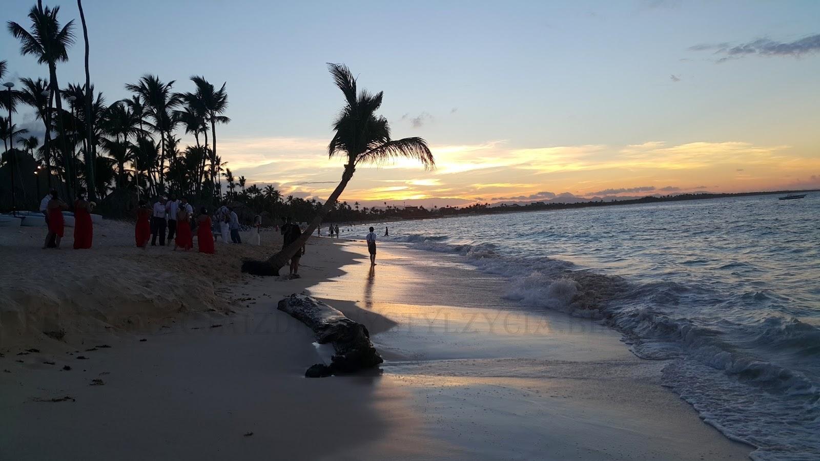 Ślub na plaży Dominikana przy zachodzie słońca