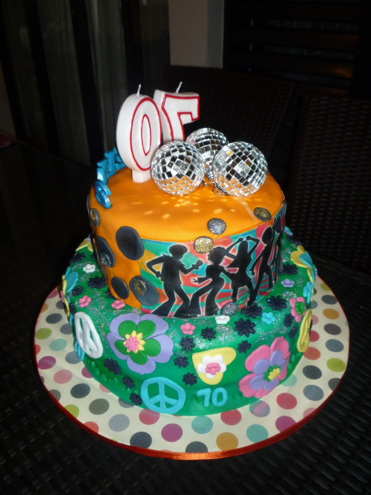 """Pink Ellies Novelty Cakes: """"Super 70s"""""""