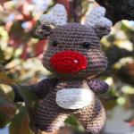 https://manualidades.facilisimo.com/patrones-para-tejer-en-navidad-reno-de-crochet_2214347.html