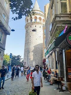 Harun İstenci İstanbul'da Galata Kulesi önünde. - Ağustos 2019
