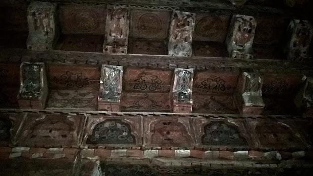 Mahmut Bey Camii (Çivisiz Camii) kök boyası tekniği ile boyanmış ahşap dokumalar.