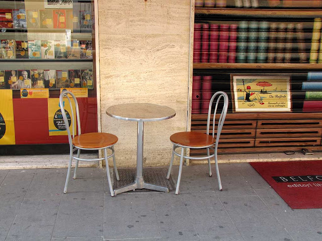 Table and chairs outside the Belforte Bookstore, via della Madonna, Livorno