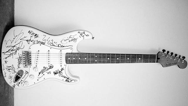 Lima-Gitar-Termahal-di-Dunia