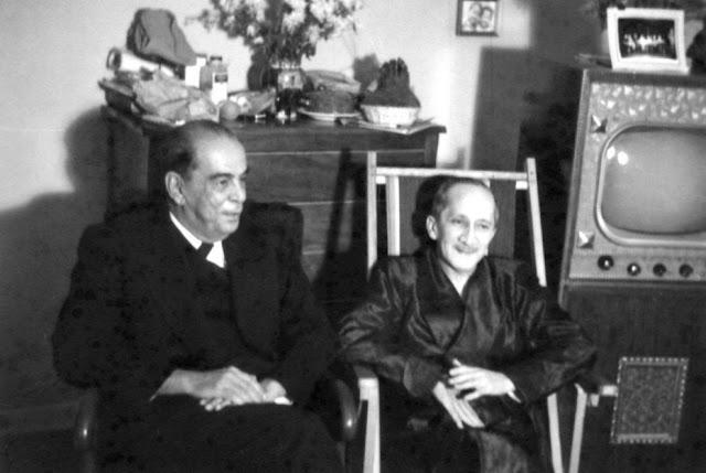 Rómulo Gallegos junto al poeta Andrés Eloy Blanco en 1948.