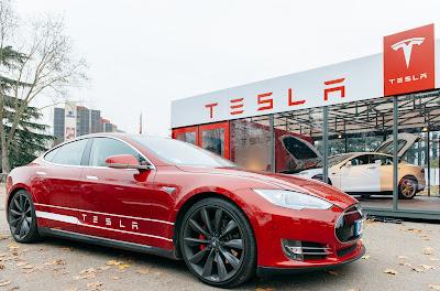 從基隆到墾丁只要充一次電!新電池讓特斯拉成為首輛續航力超過300英里的全電動汽車