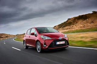 Toyota Yaris Hybrid Red Dynamic