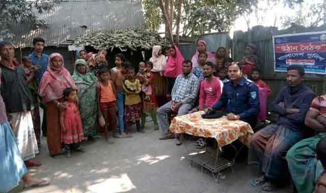 জনসচেতনতা বৃদ্ধিকল্পে গোবিন্দগঞ্জে পুলিশের উদ্যোগে উঠান বৈঠক