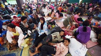 Ribuan Pengungsi Korban Erupsi Gunung Sinabung Masih Tetap Tinggal Di Posko Pengungsian