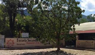 Investigan posible negligencia de directora quien no creyó que alumna estuviera enferma y murió