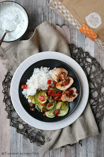 Putenroulade mit Ofengemüse und Petersiliendip aus der HelloFresh
