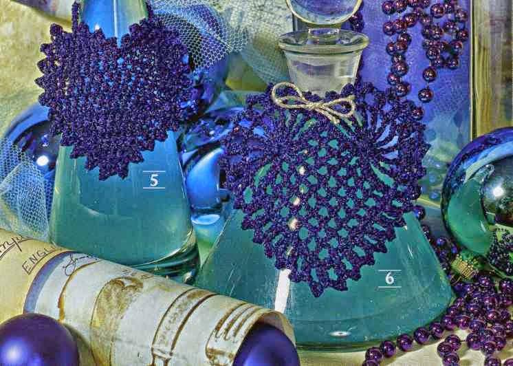 Corazones tejidos con ganchillo para usar en DIY manualidades