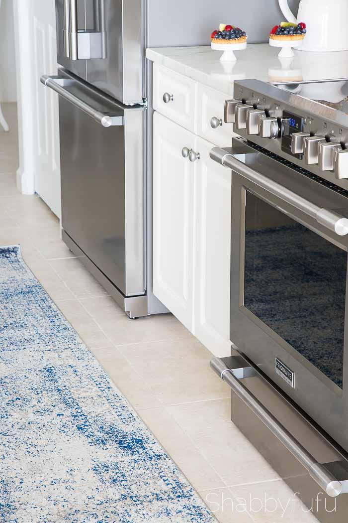 white-beach-coastal-kitchen
