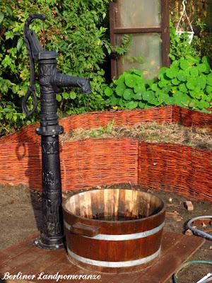 Landhausbrunnen mit Regenwasser