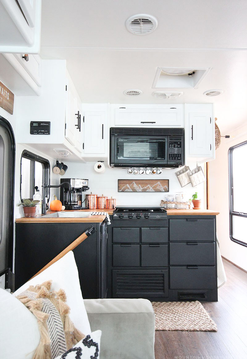 Tiny House Town The Mountain Modern Life Rv 300 Sq Ft