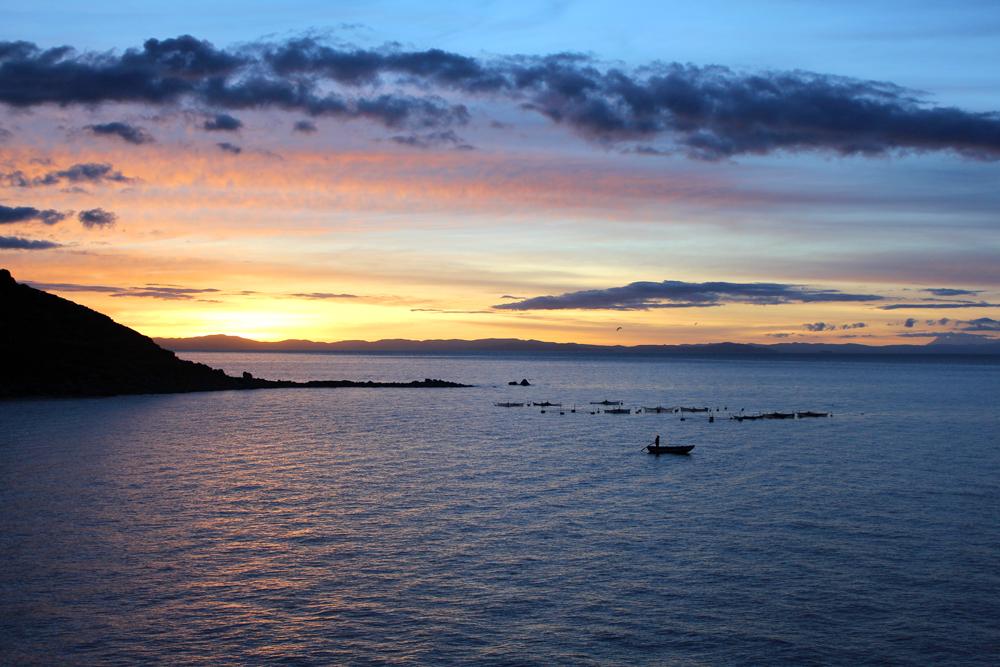 Beautiful sunrise, Lake Titicaca, Peru - South America travel blog