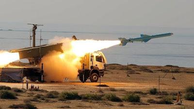 Iran Mempamerkan Peluru Balistik Dengan Keupayaan Jarak jauh 2,000 KM