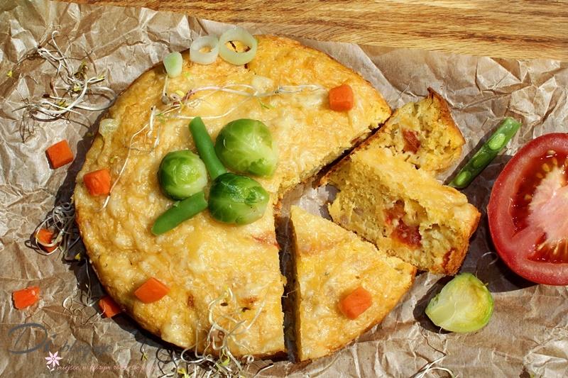 Ciasto serowe z tuńczykiem, pomidorem i kawałkami mozzarelli