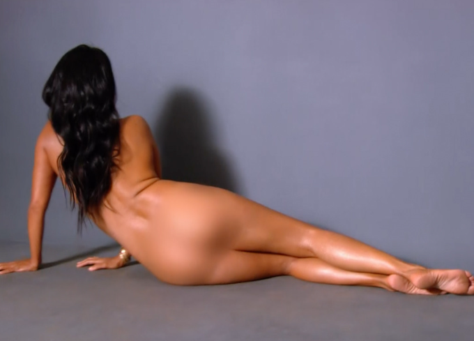 Kylie jenner puts on a busty display in strapless nude bra ahead of photoshoot