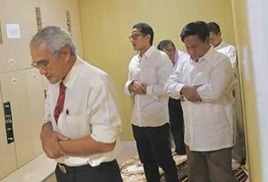 Kubu Prabowo-Sandi Disarankan Tak Genit: Nanti Ditantang Praktek Salat yang Benar Apa Mau?