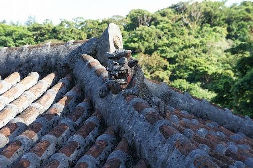シーサーと屋根