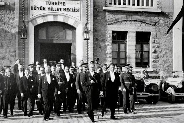 Ataturk-Mecliste-Ankara
