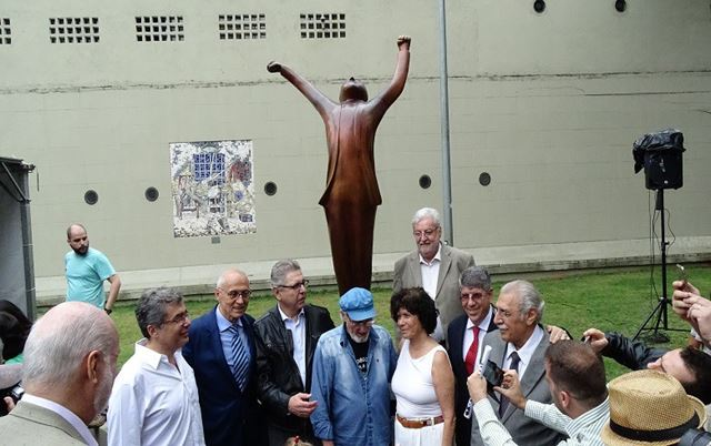 Estátua foi inaugurada por parlamentares e familiares de Vlado, como a viúva, Clarice, e o filho Ivo