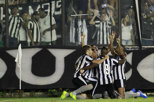 Com gol nos acréscimos, Botafogo garante classificação à semifinal