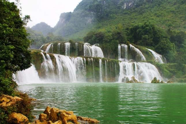 Non nước Cao Bằng và cú hích mới cho du lịch Việt