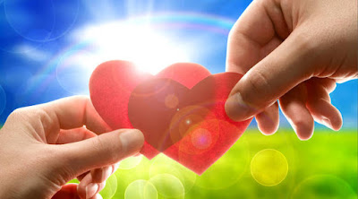 15 حكمة يجب عليك كرجل أن تعلمهم عن الحب والصداقة والحياة قلب قلوب ايادى يدين تمسك يمسكان hands hold grab heart love