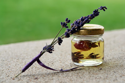 Cara Menghilangkan Tato dengan Minyak Lavender