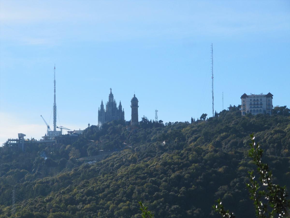 Tibidabo y torre de Collserola