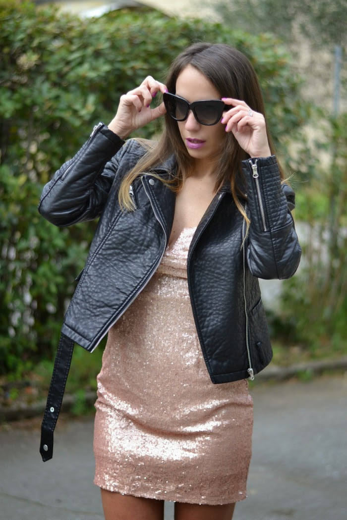 5f0ee4da720a Giacca di pelle e abito di paillettes per un look rockmantic!