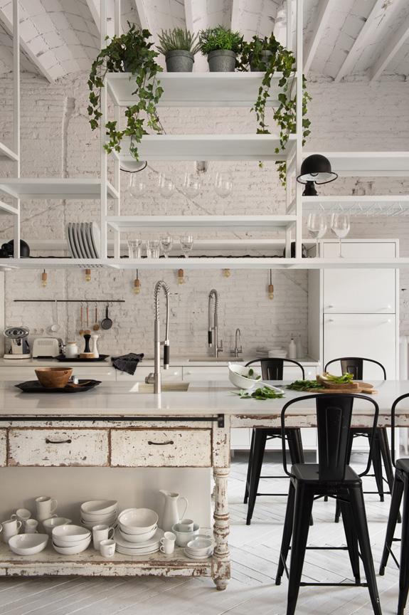 cocina estilo nordico decoracion nordica blanco industrial ladrillo visto sillas tolix muebles vintage