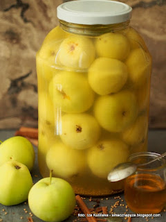 jablka kiszone, kiszonki, przetwory, jabluszka, fermentacja, sieje ferment, owoce kiszone, owoce w solance