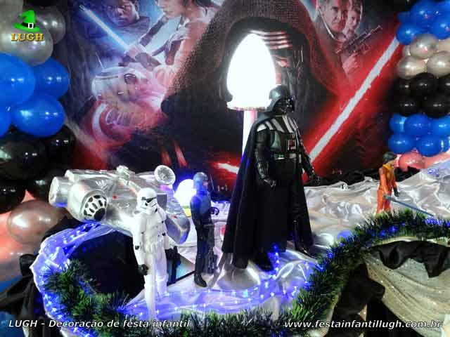 Mesa decorada para festa de aniversário infantil Star Wars