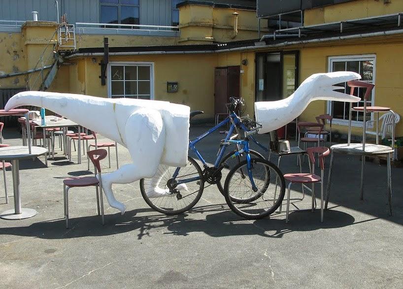 Bicicleta en forma de dinosaurio