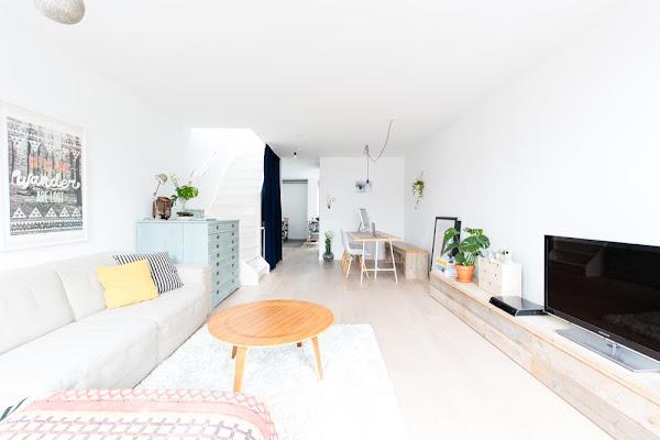 Colores suaves y madera Una buena combinacion para un apartamento de estilo