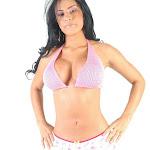Andrea Rincon, Selena Spice Galeria 7 : Cachetero Blanco, Tanga Blanca, Top Bikini Rosado Foto 11