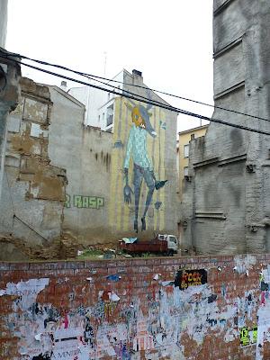 Mural, Graffiti, Trunkener Hirsch-Mann - Wandgemälde in Saragossa, Spanien