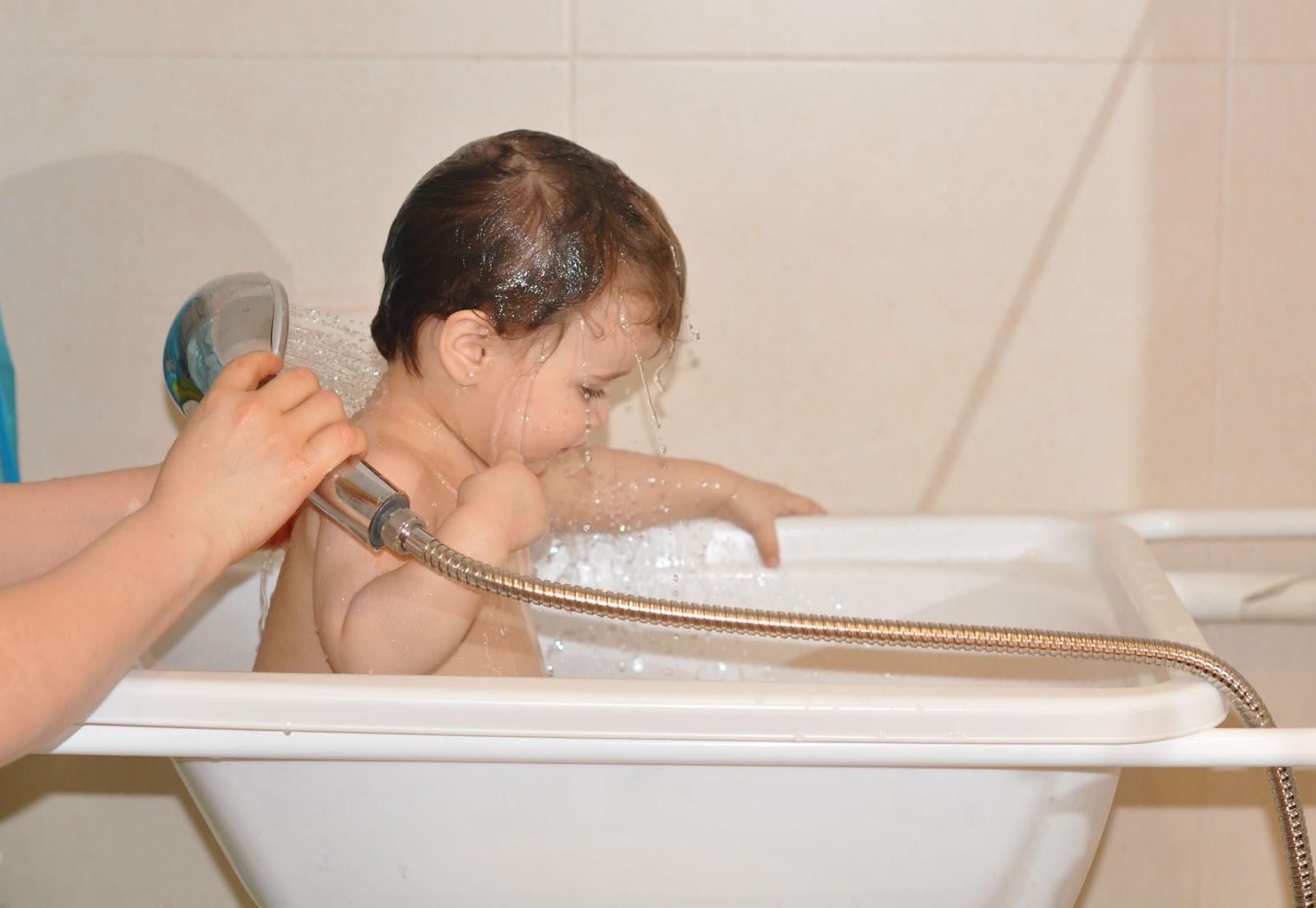 Mama pediatra y m s imprescindibles para el ba o la ba era - Baneras de bebe para plato de ducha ...