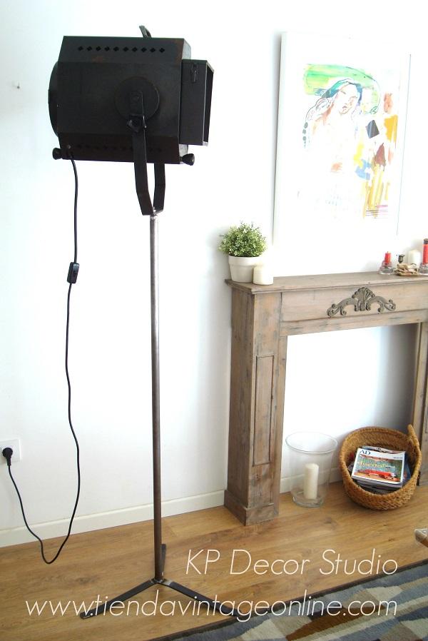 Comprar lámpara de pie vintage. focos de cine antiguos