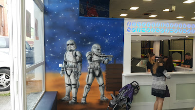 Malowanie ścian w sali zabaw dla dzieci, aranżacja ścian w bawialni, malowanie bawialni w grudziądzu