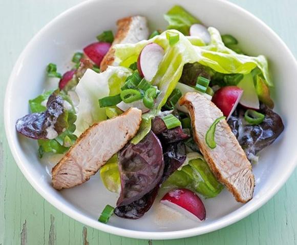 Salade De Printemps Avec Poitrine De Dinde