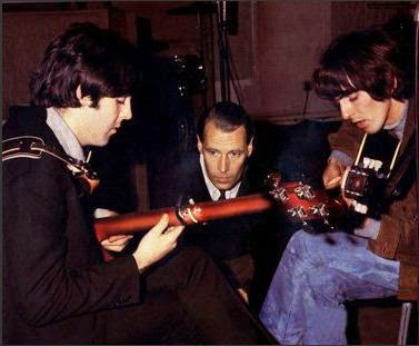 The Next Definitive Sonic Appearance Of Rickenbacker 4001 Was On Beatles 1966 Single Paperback Writer B W Rain Fat And Taught Tone