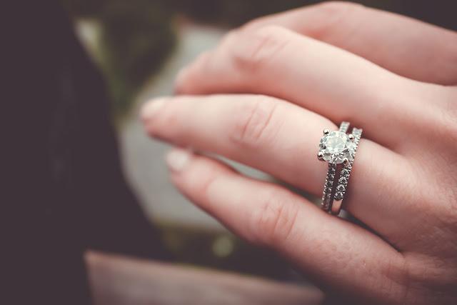 pierscionek zareczynowy - Jak wybrać idealny pierścionek zaręczynowy?