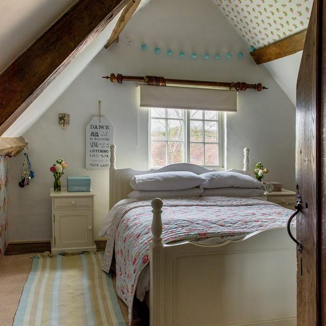 dormitor rustic la mansarda