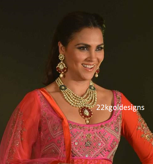 Lara dutta in Layered Polki Diamond Necklace set