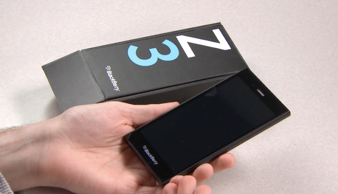 BlackBerry Z3 - Unboxing Video
