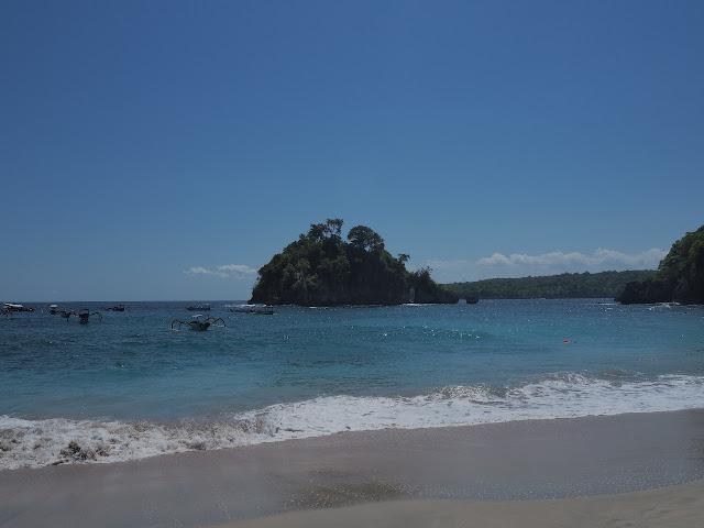 Crystal Bay Beach Nusapenida
